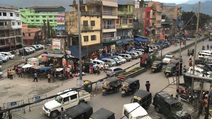 断食移動でブータンとの国境の町ジャイガオンへ。
