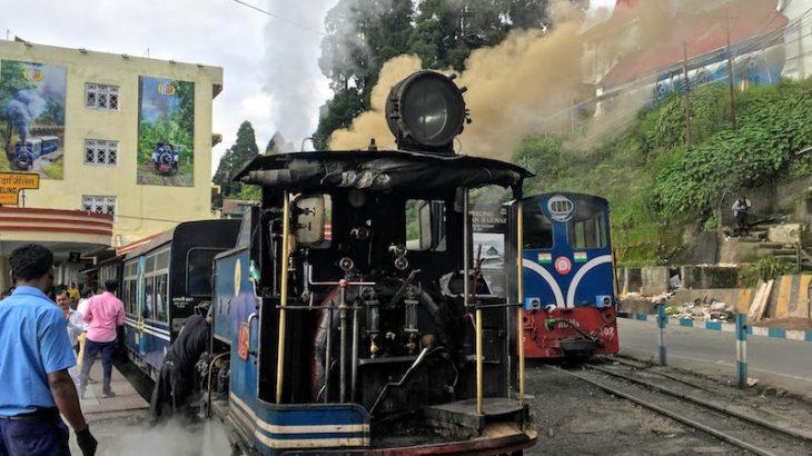 まるで機関車トーマス!可愛すぎるダージリンのトイトレイン!